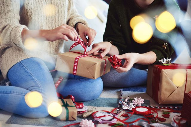 How to Wrap a Christmas Present? Christmas Gift Wrap Ideas